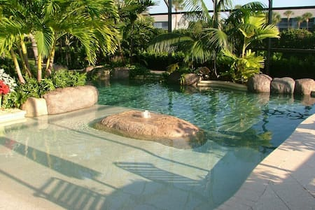 Split-Plan Pool & Wheelchair Access - Sebastian