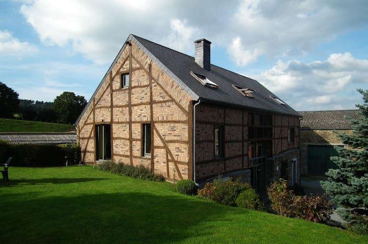 Gite rural à la ferme confortable - Erezée - บ้าน