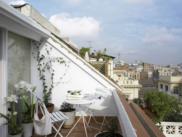 Charming Atic with 2 Terraces - Barcelona