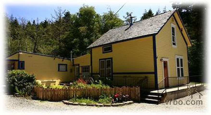 3 Bdrm Swedish Saltbox  with WiFi - Bandon - Casa
