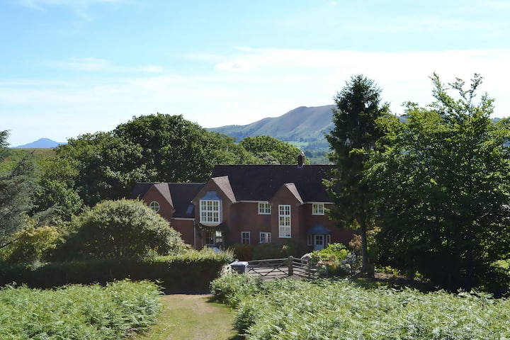 Stylish country house with spectacular views in the Shropshire Hills AONB