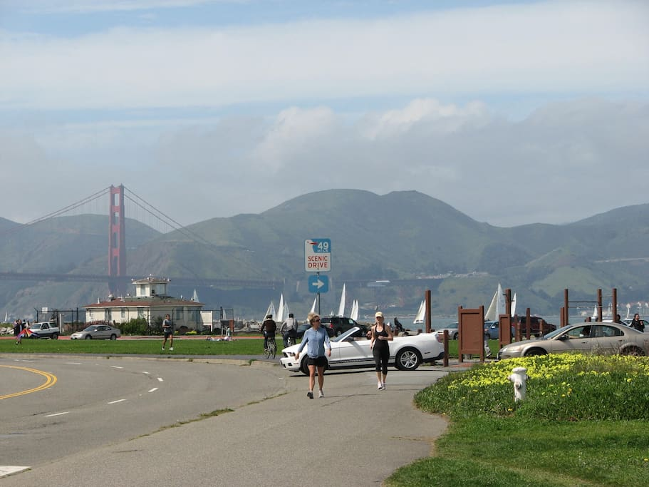 Literally less than a min walk to this view- you can walk to  many attractions and bike the bridge