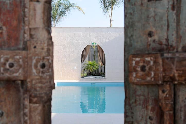 Bedroom by the Pool for 2 - San Miguel de Allende