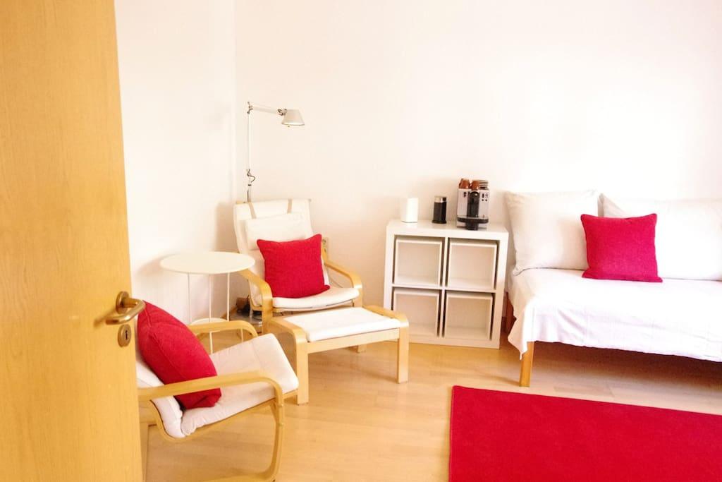 Schlafzimmer 1 - Sitzecke mit Bett für eine Person