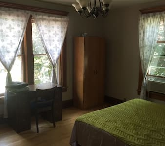 Private room in Historical Victorian Appleton - Appleton - Hus