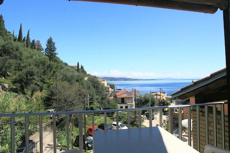 Alexandra: Apartment 50m from beach - Nisaki