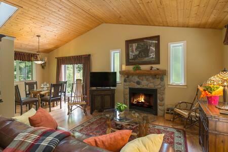 Pacific Northwest Woodland Retreat Cottage - Port Angeles