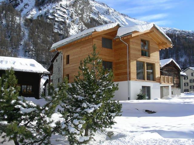 Grosszügiges Ferienhaus in idyllischer Bergwelt - Saas-Almagell