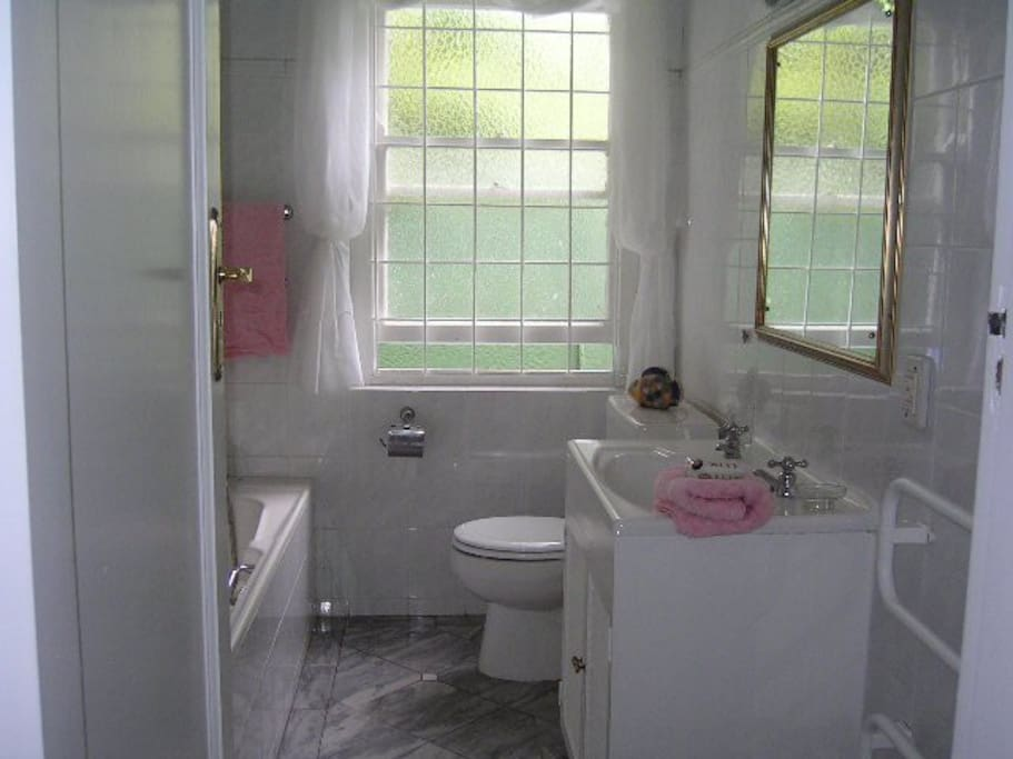 Rose Room full en suite bathroom with separate shower