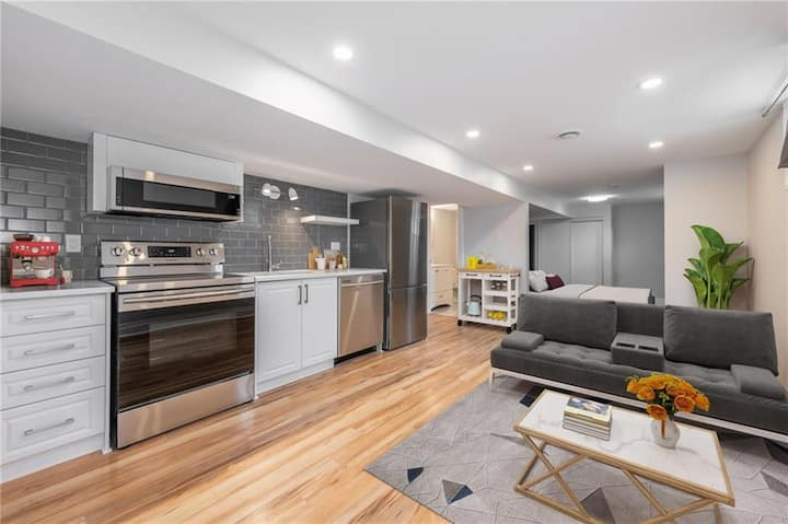 Bright newly-renovated apartment