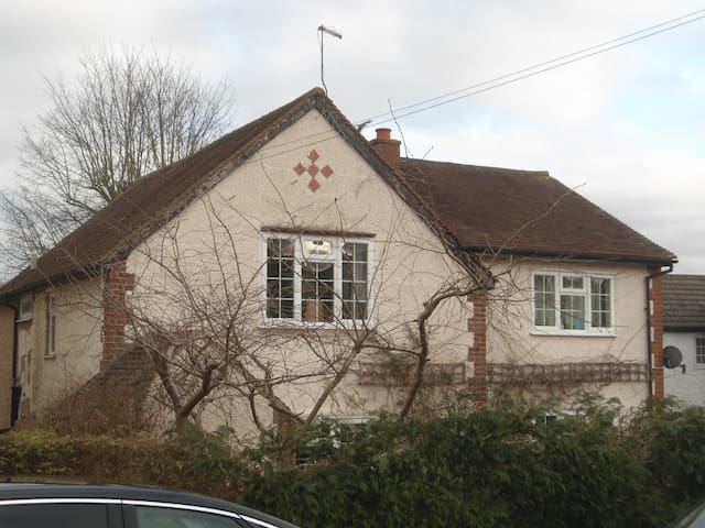 Family home, 23miles central London - Chalfont Saint Peter - Hus
