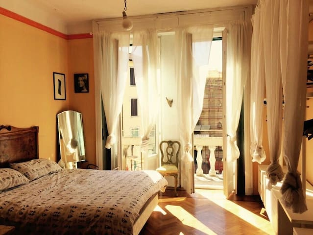 Spacious room w/private balcony in Central Station - Milan - Bed & Breakfast