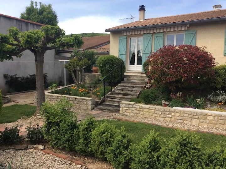 Maison arborée avec vue en Drôme Provençale