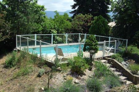 Jolie maison avec piscine - Génissieux - House