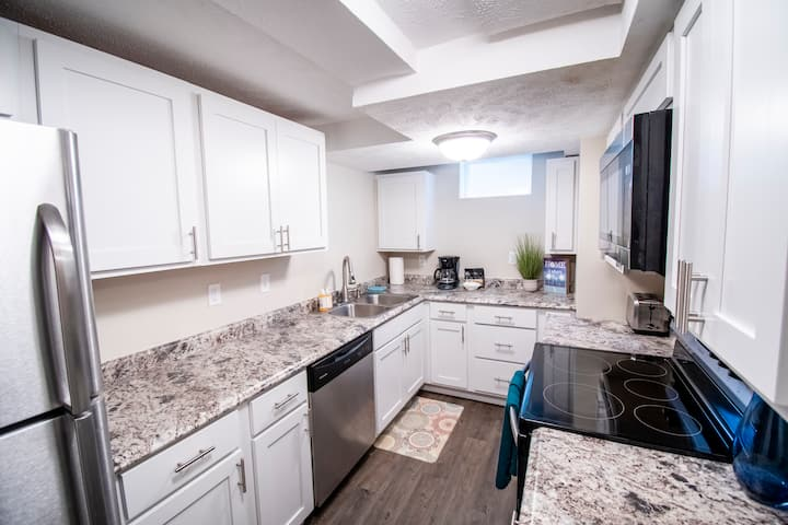 1 BR Near UNMC , Midtown & Downtown Events! (#5)
