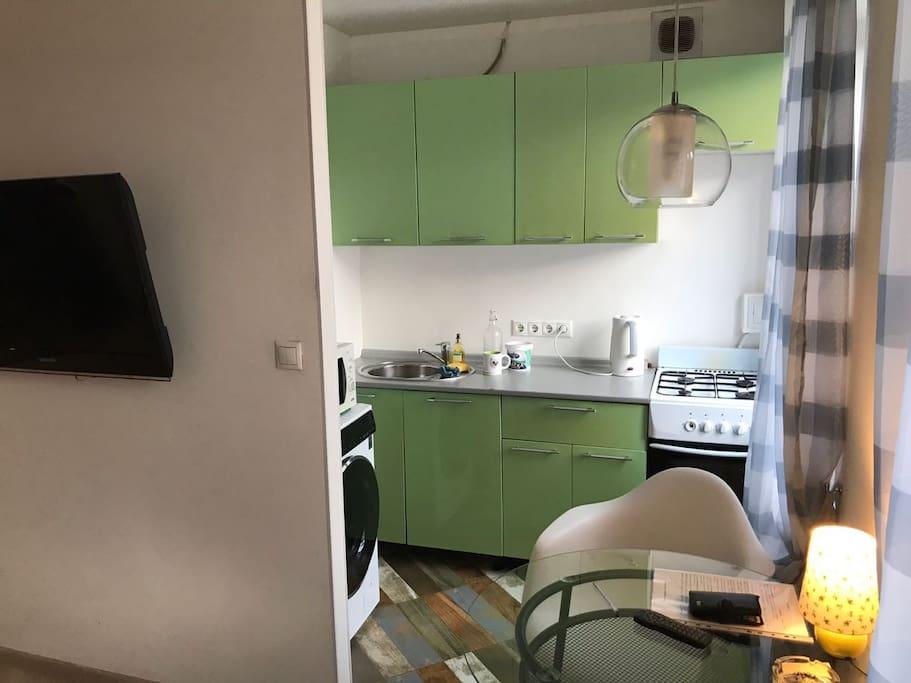 Кухня ( холодильник, микроволновая печь, стиральная машина)