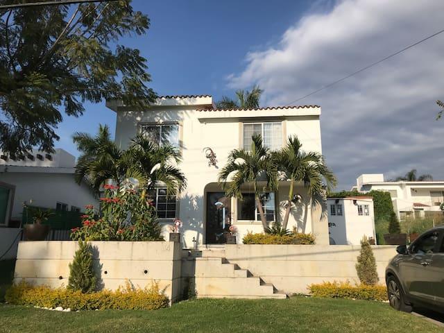 Casa completa con Alberca Privada Lomas de Cocoyoc
