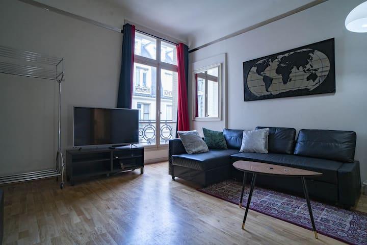 Cozy studio on the Avenue des Champs Elysées!