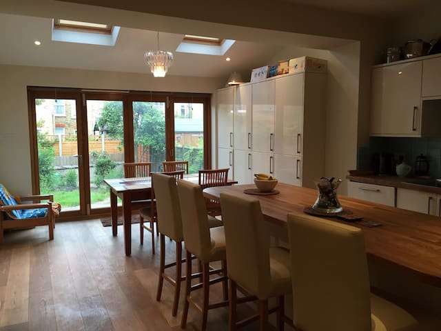 Southfields, perfect for the tennis - Southfields  - House
