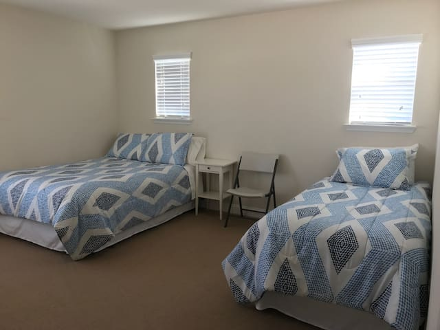 Large cozy room near George Bush Airport