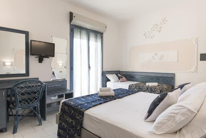 ROYAL BOUTIQUE HOTEL RICCIONE prezzo variabile