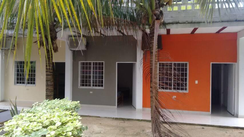 Villa Corales Habitación #2 Gris (3-5 personas)