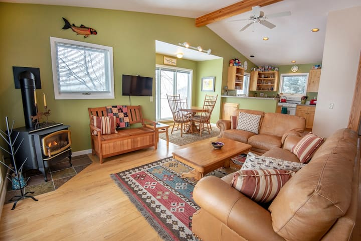 Cozy 2 Bedroom House Off Ski Hill Road in Driggs