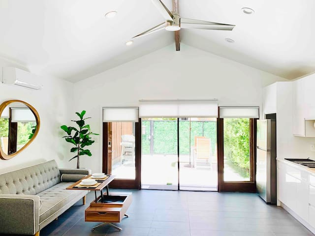 Indoor/Outdoor Private Modern Guest House