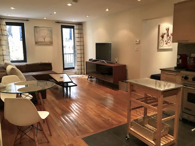 Chic and Spacious 1Bedroom - Near Central Park - Nueva York - Departamento