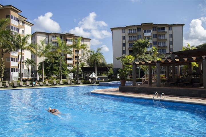 5★ Condo with Huge POOL, 2 Blocks from the BEACH