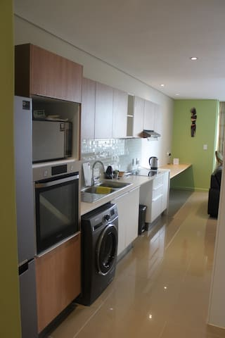 Modern studio apartment _Unit 715 on Freedom Plaza