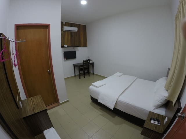 Summer Beach Lodge-Standard Queen Room - Labuan