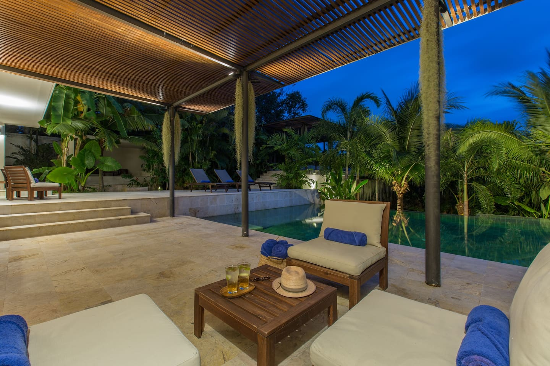 Villa Santika 5 BDRM Private Pool villa, close to shopping district