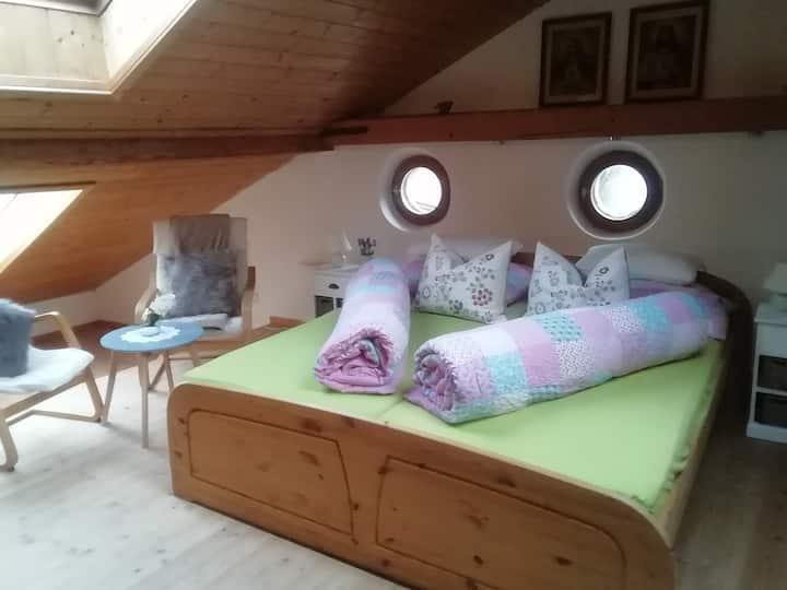 Helle Mansardenwohnung in denkmalgeschütztem Hause