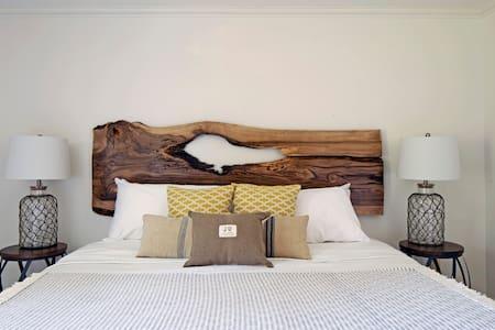 Queen Regent Bed & Breakfast - West Room - Niagara-on-the-Lake - Bed & Breakfast