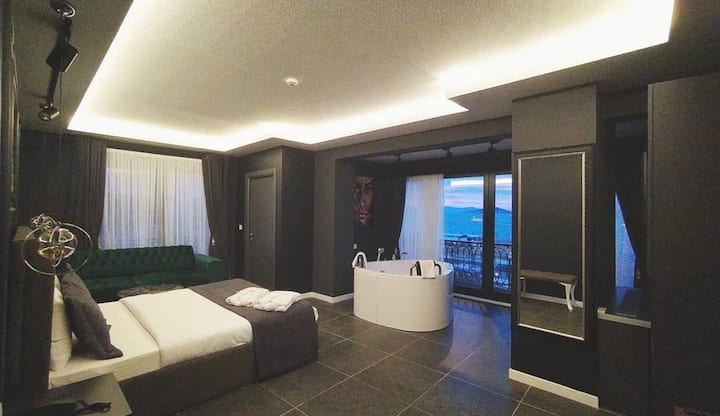 Sea view suite with jacuzzi