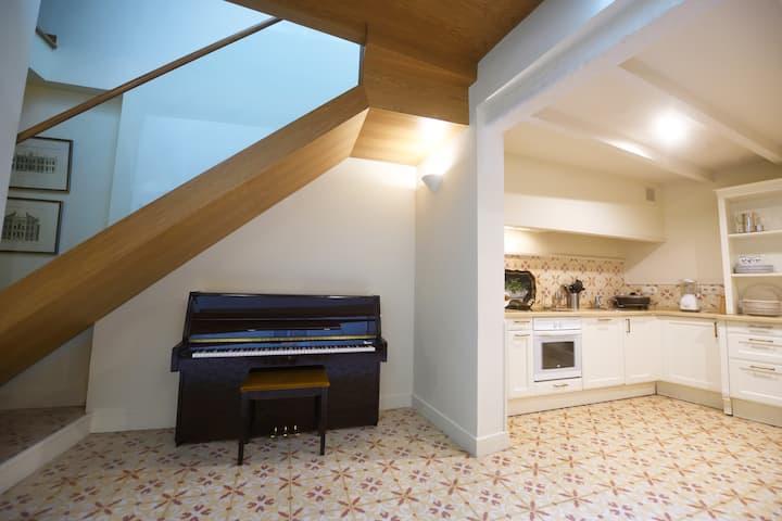 Habitación y baño privado. Centro de Sevilla.