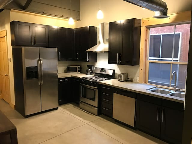Stylish 25th Street Loft - Ogden - Apartment