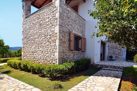 'Stone Tower' Retreat, Oasis of Peace - Messinia - Villa