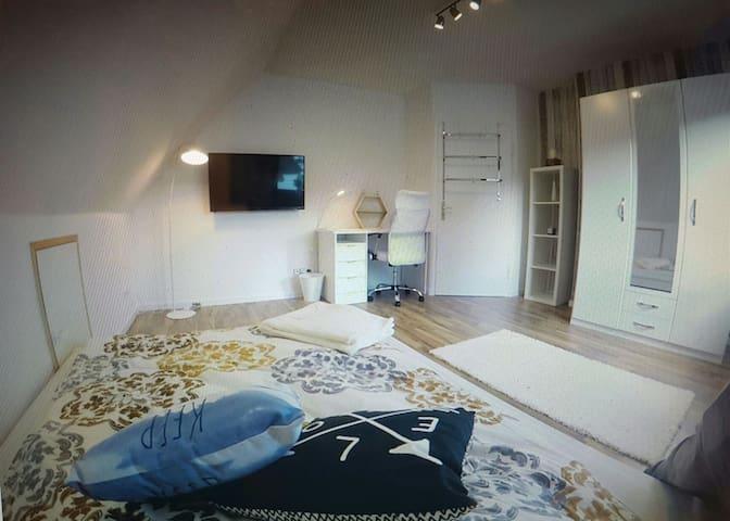 neues Zimmer, Stadtnah im Doppelhaus - Wolfsburg - Lejlighed