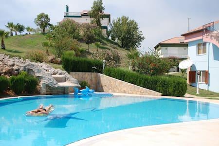 villa Belek Antalya Turkey - Karadayı Belediyesi - Hus