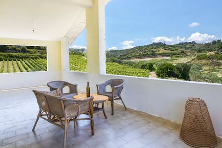 Getaway in vineyards-3km from sea - Magomadas - House