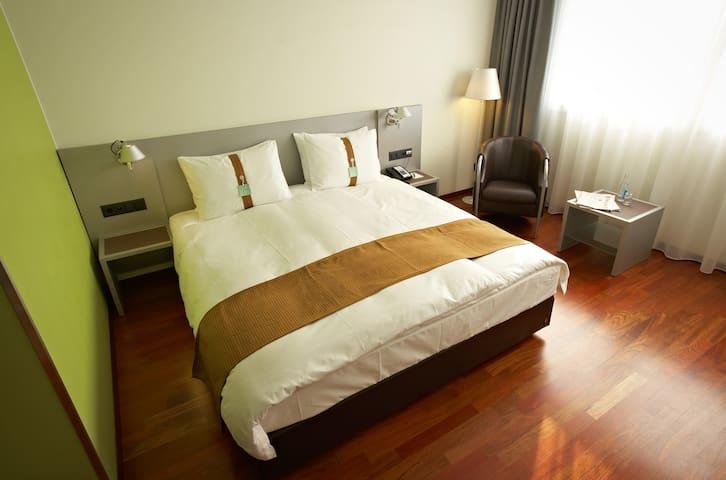 Komfortables Zimmer in Bern Brünnen - 22qm  Bettgrösse 1.60 x 2.00 m