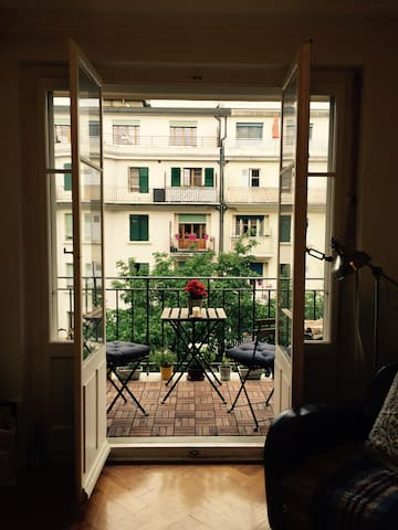 Bright Apartment with Balcony - Cenevre - Daire