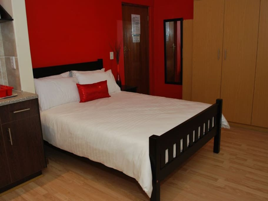 Taj lodge unit 2 apartments for rent in cape town for Beds 4 u rylands