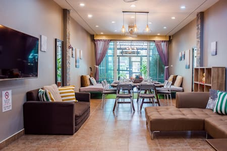 Beautiful New City Home: Relaxing, Clean, Central
