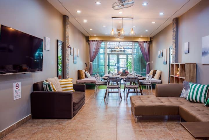 Luxury Big City-Home, Romantic Roof-Top Terrace :)