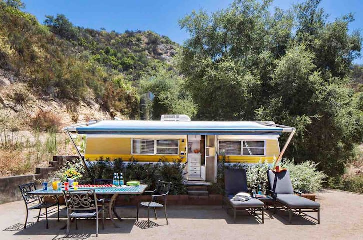 Glamping! Hip Retro Trailer in Heart of Topanga