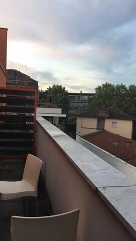 Joli studio meublé avec terrasse