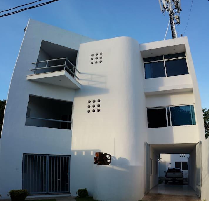 Edificio moderno y muy bien iluminado y ventilado
